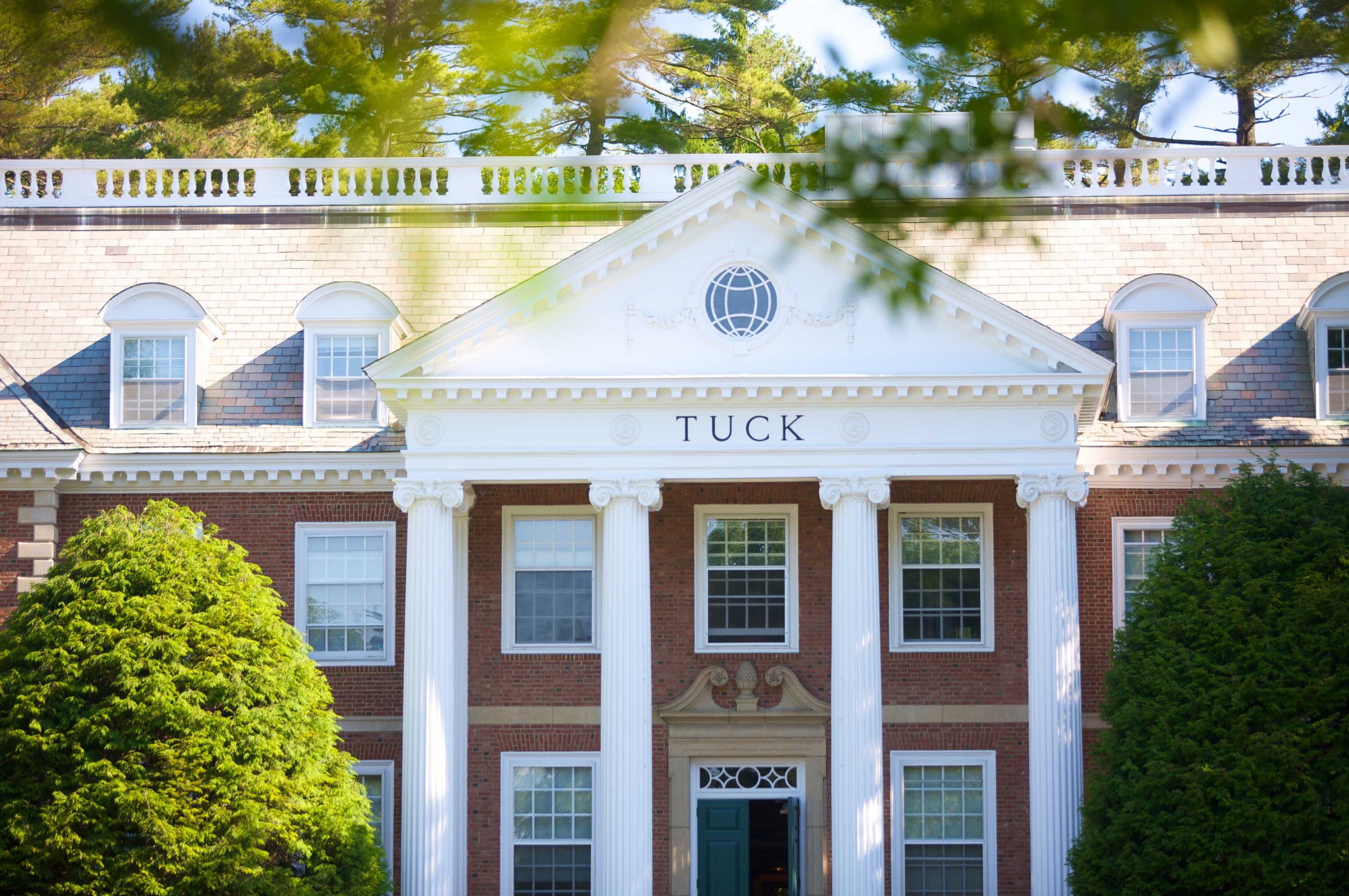 dartmouth tuck admissions essays Dartmouth / tuck essay topic analysis 2017 dartmouth / tuck essay topic analysis 2017-2018 let's take a closer look at each of this season's dartmouth / tuck.