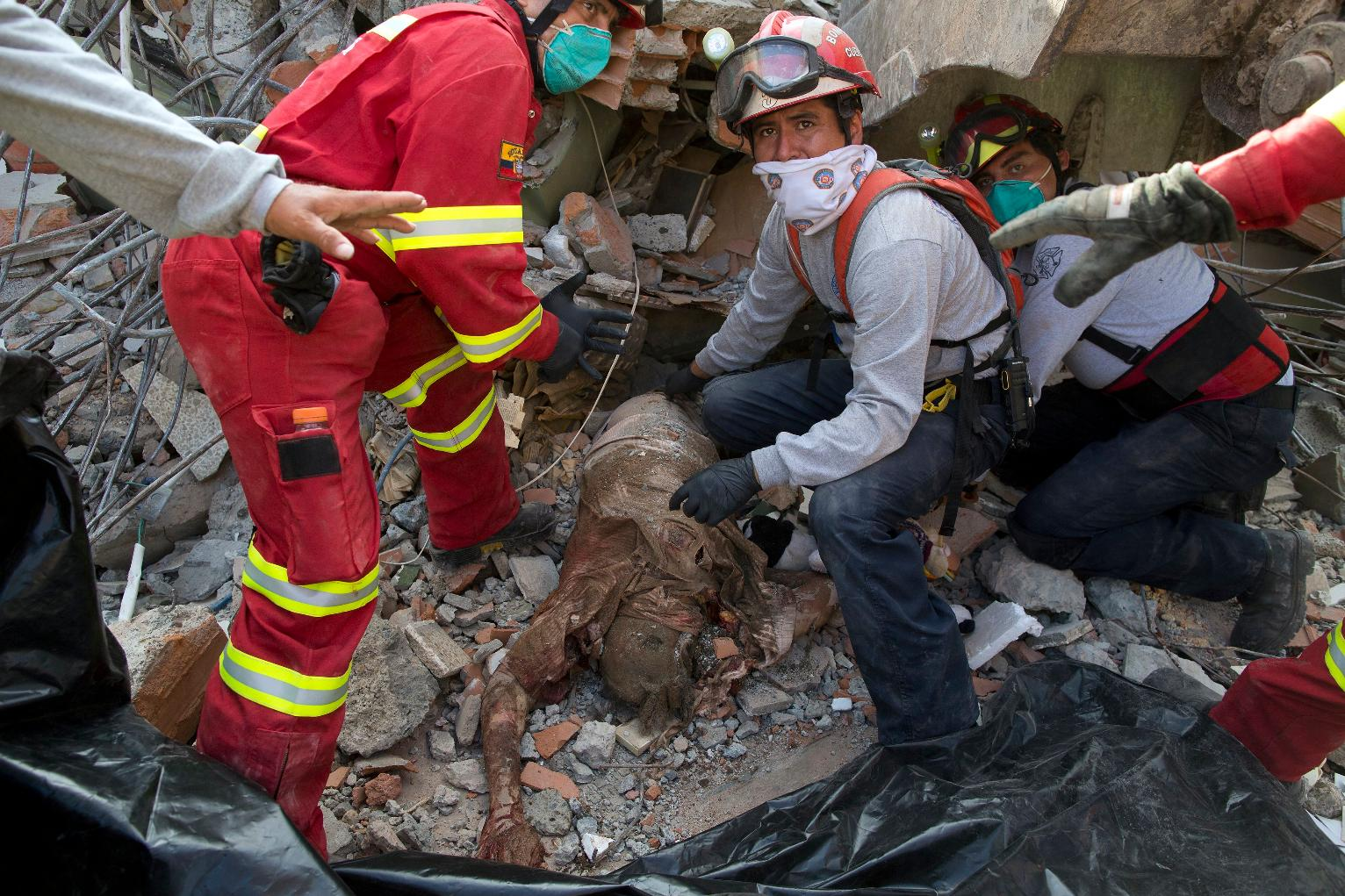The Latest Ecuador Says Death Toll From Quake Jumps To