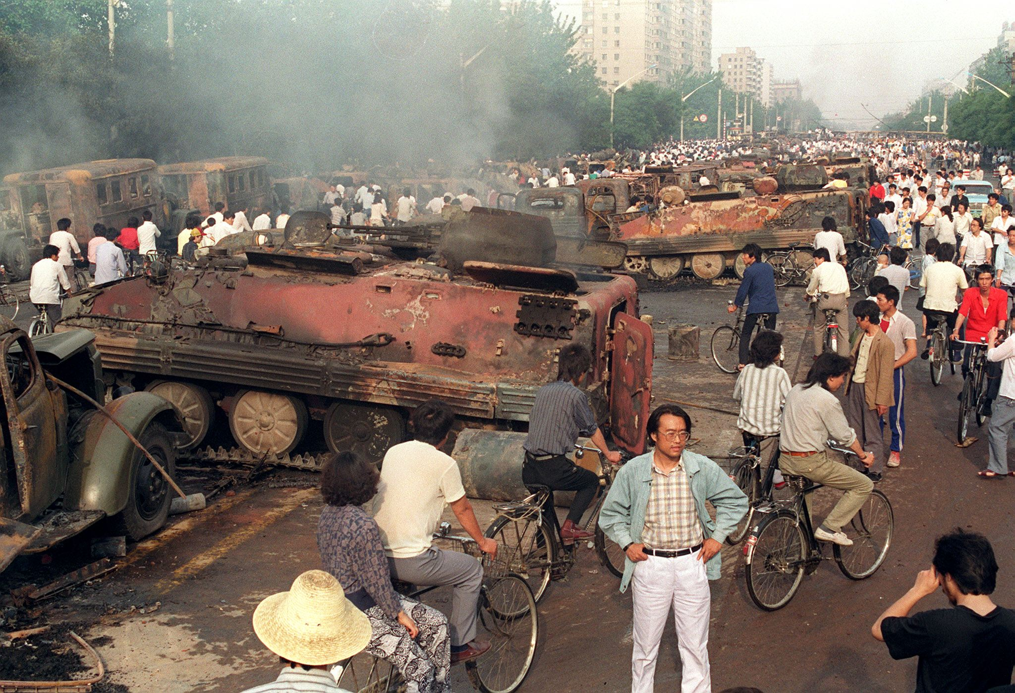 tiananmen square event Most intriguing, however, is a report, attributed to a chinese-american who witnessed the tiananmen square violence, claiming that, the beating to death of a pla soldier, who was in the first apc to enter tiananmen square, in full view of the other waiting pla soldiers, appeared to have sparked the shooting that followed.