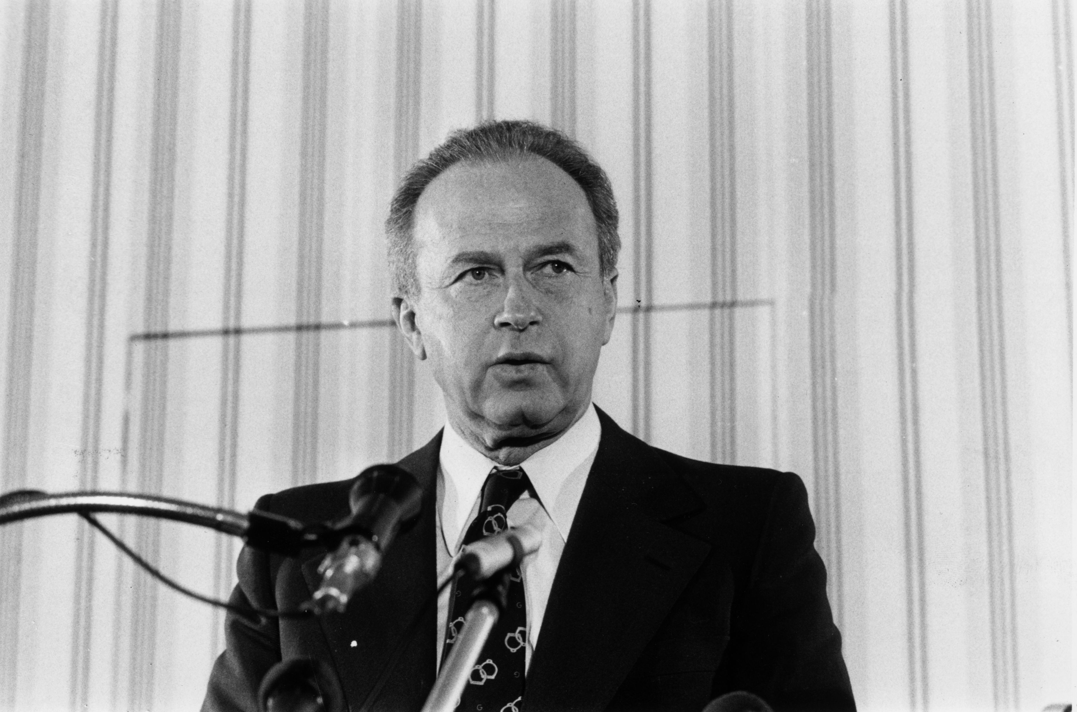 the life and death of yitzhak rabin The israeli prime minister, yitzhak rabin, is assassinated at a peace rally in tel   us president bill clinton said yitzhak rabin had given his life in the pursuit of .