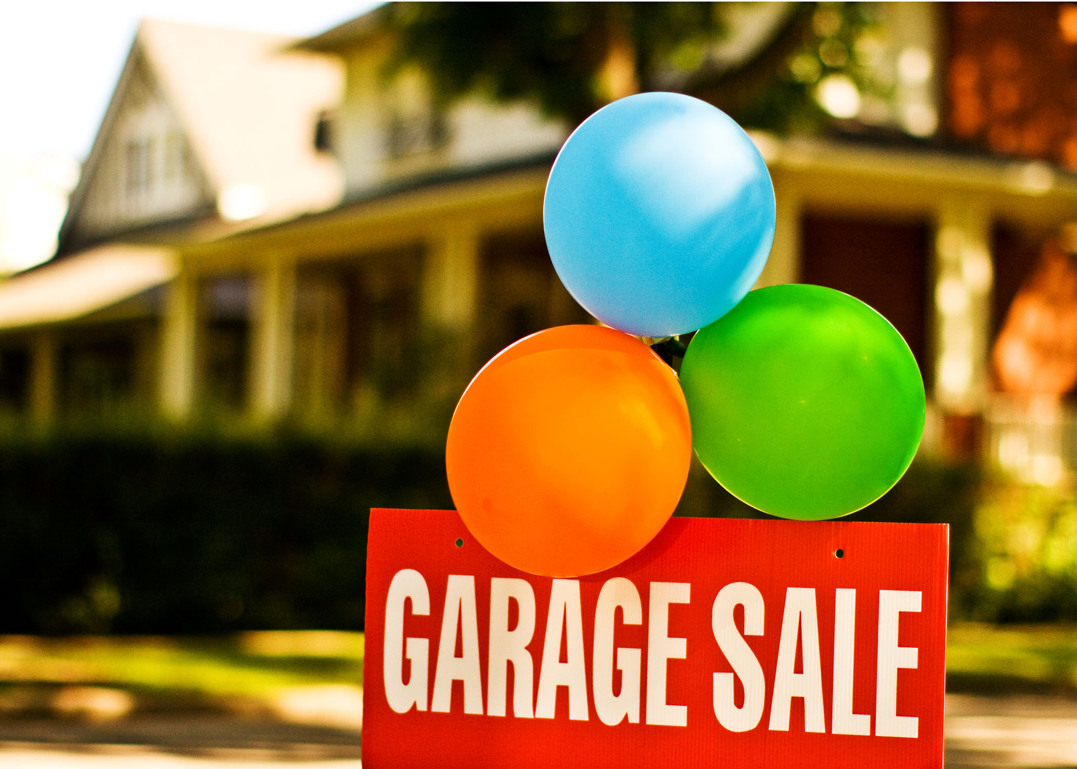 10 Essential Tips For Throwing A Successful Garage Sale
