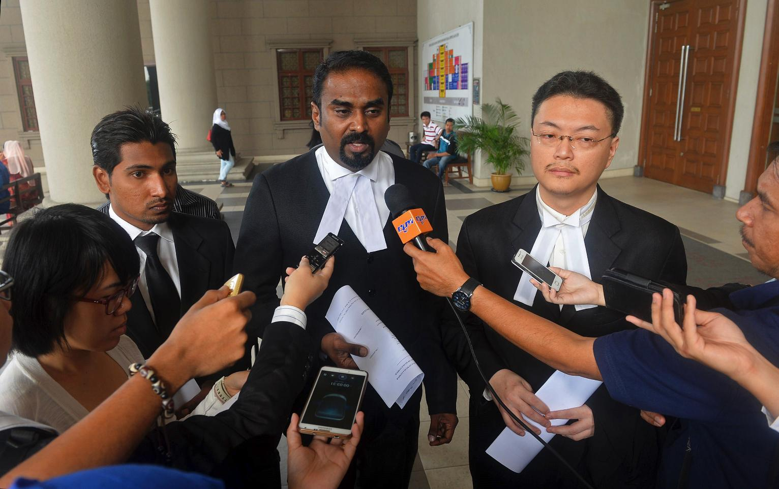 2 boys sue govt, Malaysia Airlines over Flight 370
